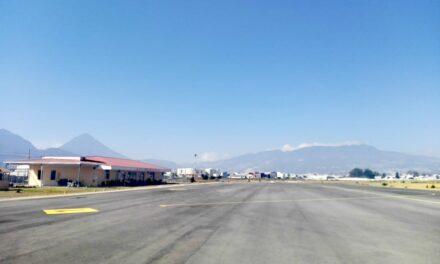 Vuelos locales, de carga y con deportados son los únicos que operan en Guatemala