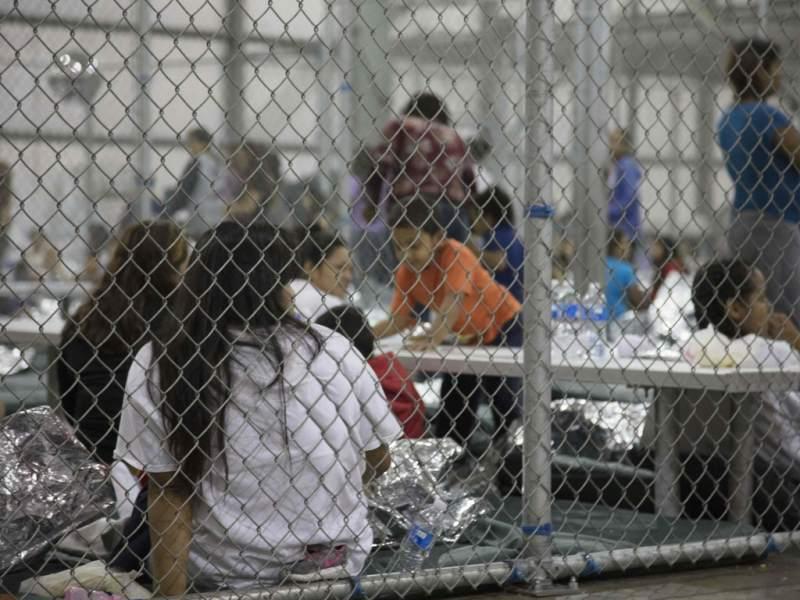 Niños migrantes detenidos en EEUU.