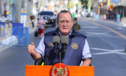 Presidente Giammattei asegura que ningún funcionario de Estado recibirá vacuna contra el COVID-19