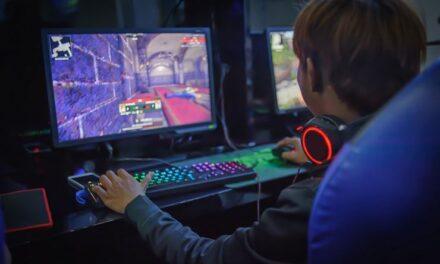Protege a tus hijos mientras juegan en línea
