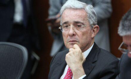 Fiscalía de Colombia solicita cerrar el caso contra Uribe