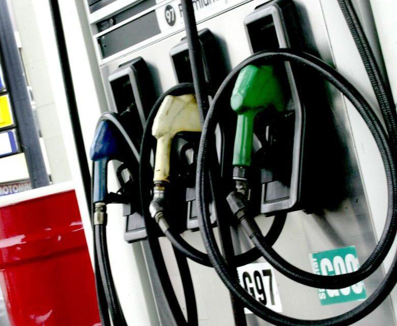 MEM reporta descenso en el precio del combustible