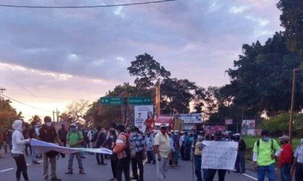 Militares retirados bloquean diferentes carreteras del país