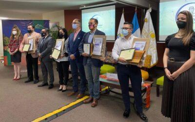 INGUAT entrega sello de bioseguridad turística a miembros de la Gremial de Restaurantes de Guatemala