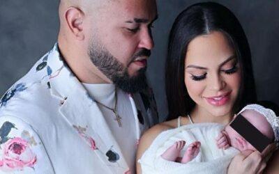 Natti Natasha comparte la primera sesión de fotos de su bebe, Vida Isabelle