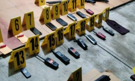 Un fusil AK-47, una escopeta, radios portátiles y droga incautada en Izabal